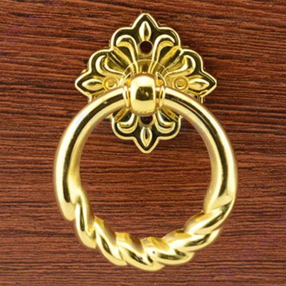 Витая, позолоченная ручка-кольцо