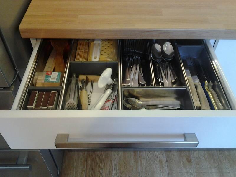 Удобные емкости для хранения столовых приборов