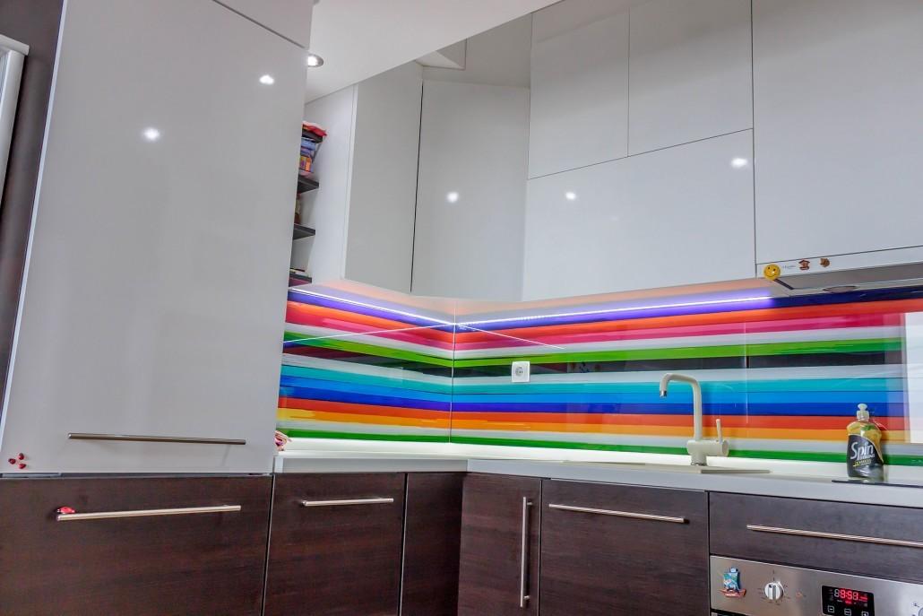 Неожиданные цветовые сочетания как способ уйти от скучного интерьера кухни