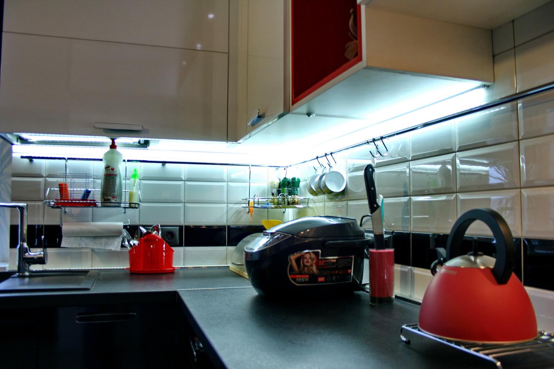 Светодиодная подсветка неотъемлемая часть современного кухонного гарнитура