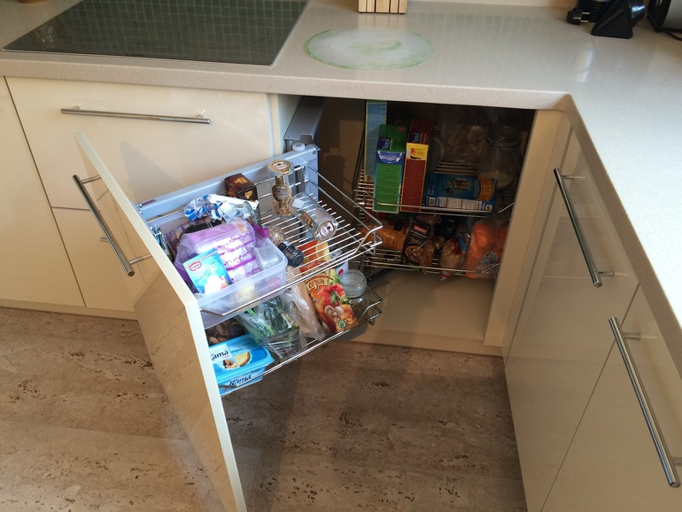 Умная выдвижная система Smart Corner сделает кухню удобней