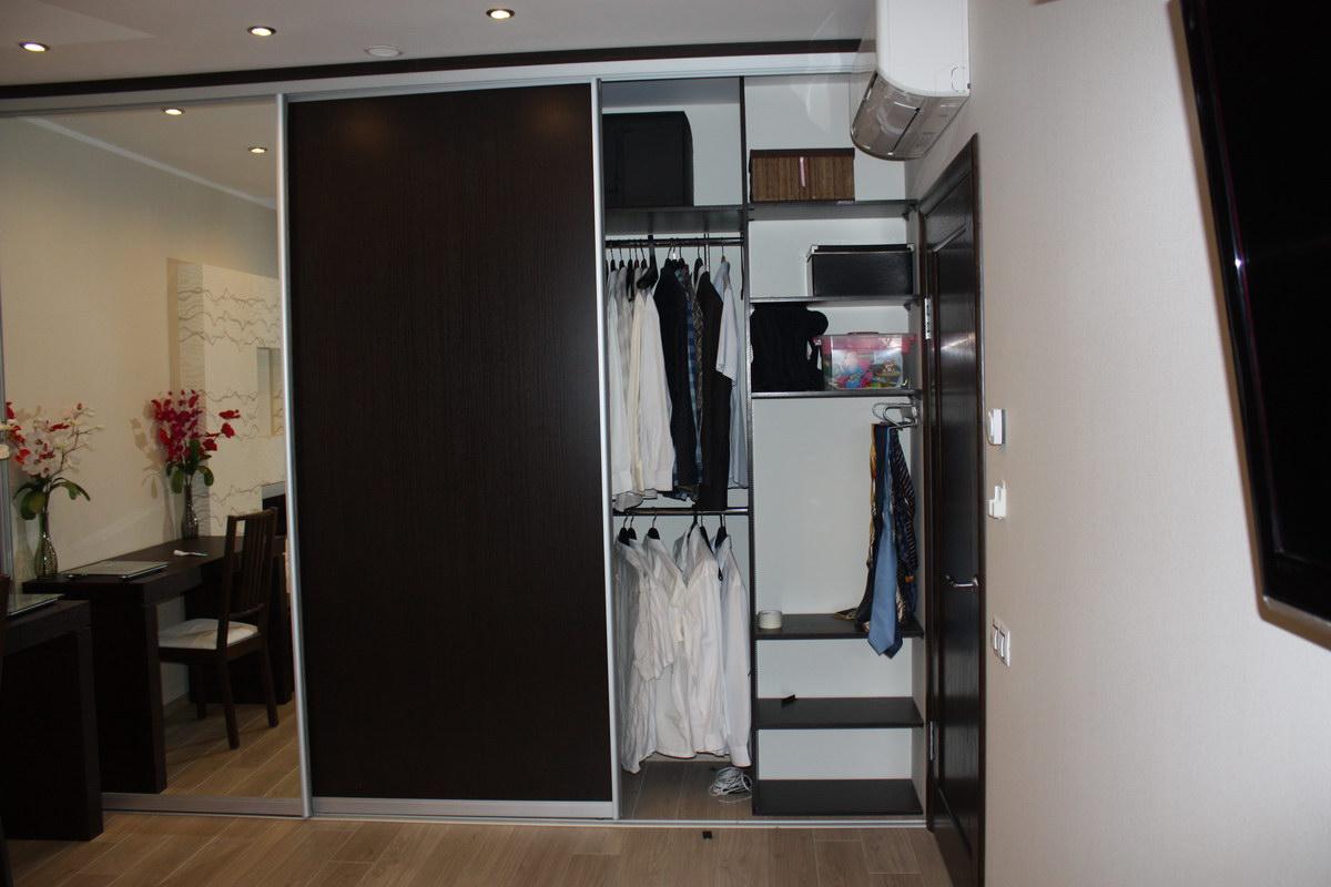 Продуманное внутреннее наполнение шкафа для удобного хранения вещей