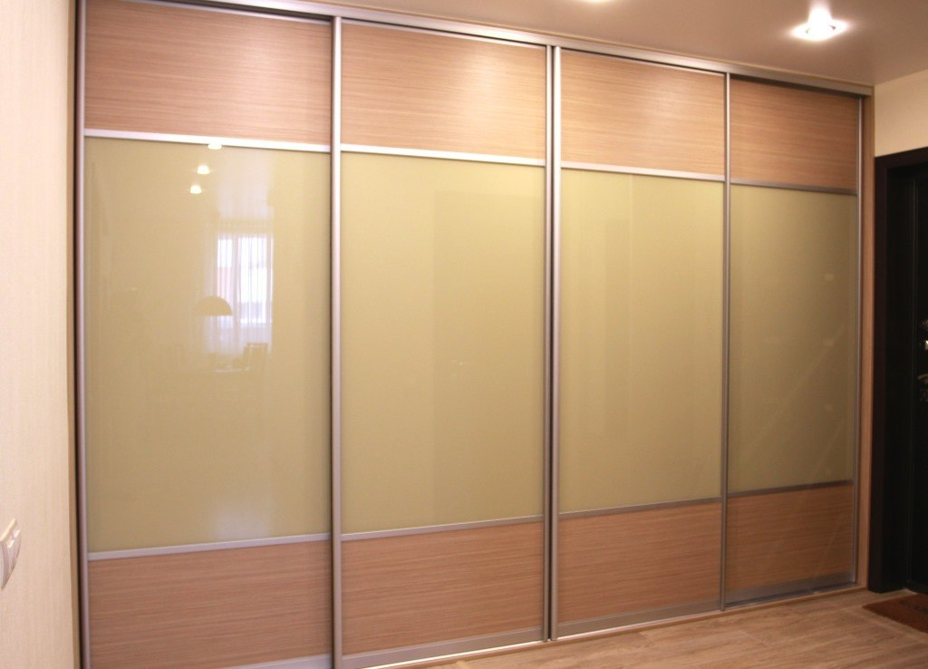 Большой шкаф купе в коридоре - практичное и удобное решение