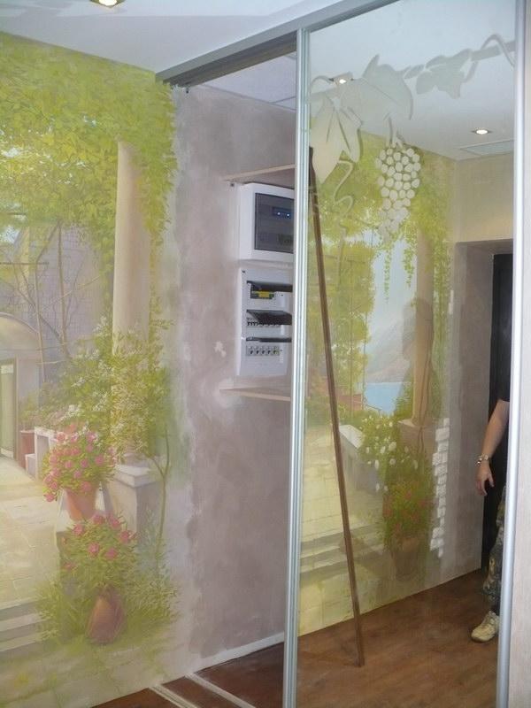 По необходимости электрощитовая спрятана внутри шкафа
