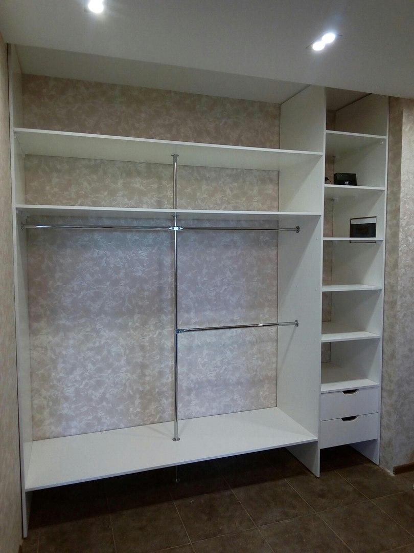 Внутреннее наполнение шкафа полностью соответствует пожеланиям заказчика