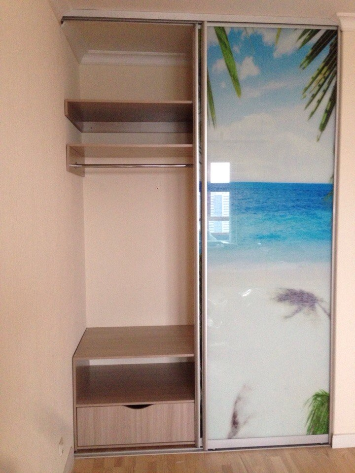 Шкаф с красивой фотопечатью пляжа на фасаде