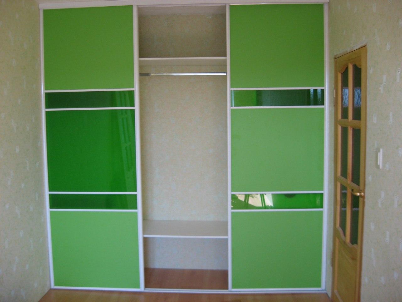 Этот шкаф используется для хранения одежды